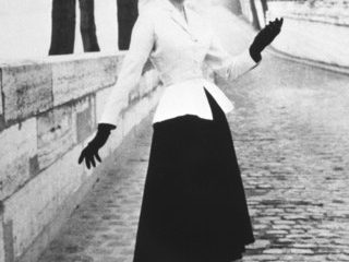 Le tailleur Bar de Christian Dior photographié en 1947 par Willy Maywald